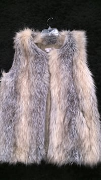 Gray faux fur vest Woodbridge, 22191