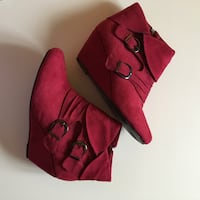 SIZE: 10. Red wedge booties with decorative buckles Winchester, 22602
