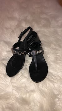 Michael Kors Charlton Leather Sandal size 6 retail for $158 now $65! Toronto, M3A 1Y2