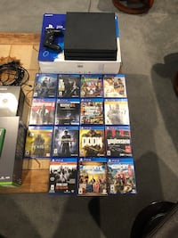 Sony PS4 Slim with controller and game cases Mississauga, L4W 4G9