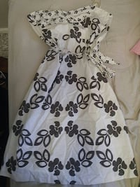 women's white and black floral sweetheart dress