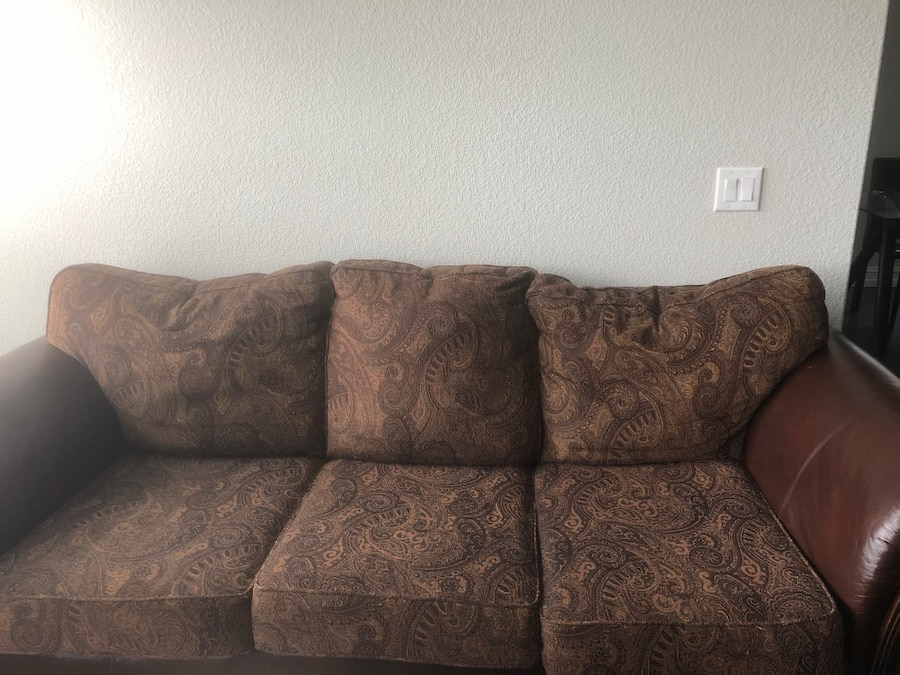 used free couch loveseat and coffee table and bar for sale in rh tr letgo com