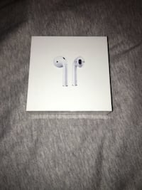 Second Generation Apple Airpods With Wireless Charging Case