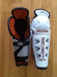 Various Hockey Shin Guards 560 km