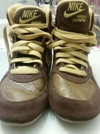 pair of brown-and-black Nike basketball shoes Kitchener, N2E 3L1