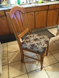 6 table chairs for sale beautiful, sturdy and in great condition