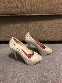 Shoes size 7.5 Sterling, 20164