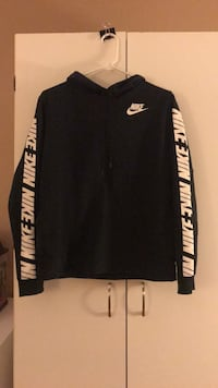 Nike women's hoodie black size small Cambridge, N3C 2A3