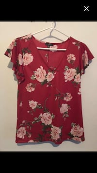 Brand new top red size S Montréal, H4E