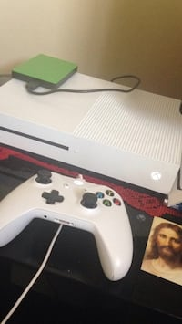 Xbox One With Controller. Kitchener, N2C 1T3