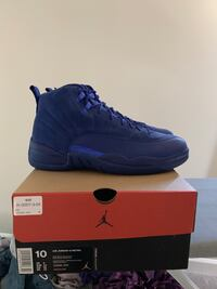 unpaired blue Nike basketball shoe with box Frederick, 21703