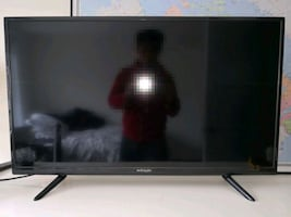 40 inch LED TV with Roku streaming player