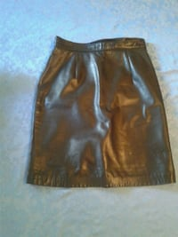 Danier leather skirt size 6 Westmount, H3Y 2T5
