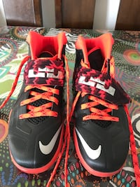 Nike Lebron Zoom Soldier basketball shoes  Laval, H7W 2J3