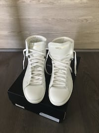 Authentic men's saint Laurent sneakers  Burnaby, V5C