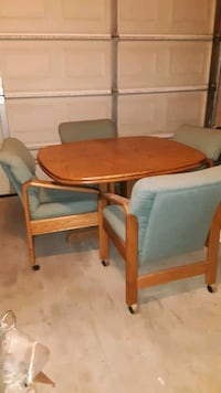 "Light oak  dinning room table w 4 chairs and 24"" leaf"