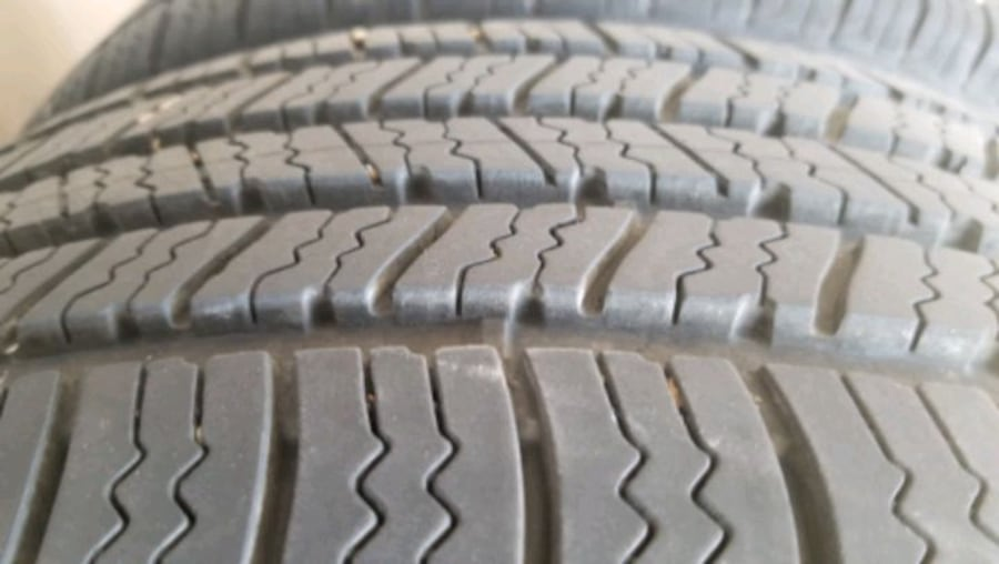 Two Goodyear Viva 3 (225/55R17) 1bb3f771-faef-4add-95e3-fcb0249ee31a