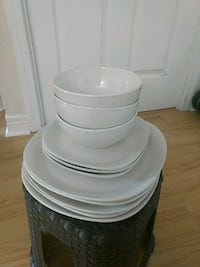 5 large plates, 3 small plates, 3 bowls & 2 cups Toronto, M1P