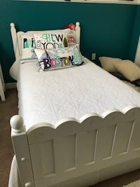 white and black bed frame Miami, 33194