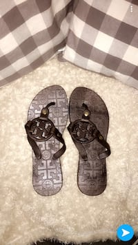 Authentic Tory Burch scandals. Size 7 1/2-8 Richmond, V7C