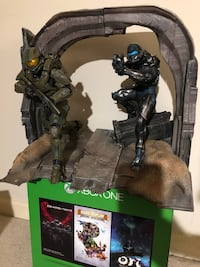 Master Chief and Locke Figures from Halo 5 Limited Collector Edition