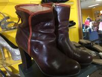 Women's platform brown leather boots 9 west Middletown, 10941