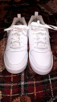 pair of white Nike Air Force 1 low shoes 1942 mi