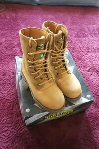 CSA approved steel tip boots Mississauga, L5W 1K8