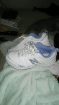 Ladies New Balance...like New sz 8 Fayetteville, 28309