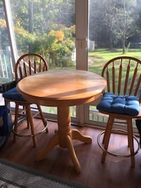 round brown wooden table with four chairs dining set Dracut, 01826