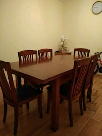 Fine wood dining table and chairs Greater London, TW7 6AD