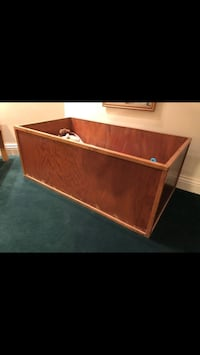 Urgent Moving Sale ( Toy Box) Beaconsfield, H9W 1K3