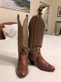Very cute Justin Boots for woman size 5B in great condition.  Smyrna, 37167