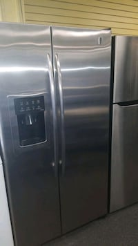"""GE 36""""wide side by side refrigerator in great cond Randallstown"""