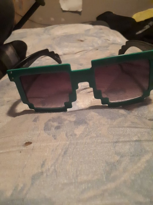 Green 8bit sunglasses
