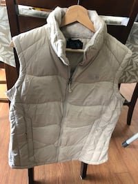 Down winter vest women size medium Montréal, H4N 3K3