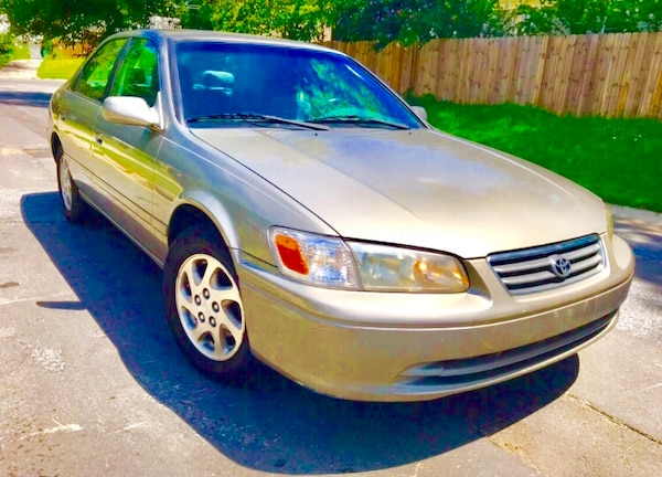 Price CHEAP and FIRM ' 2000 Toyota Camry
