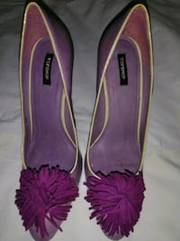 Purple and yellow pumps with frings. Heels detail. Dale City, 22193