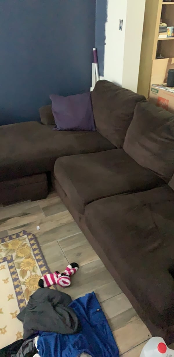 Couch 58c04ed8-a22b-4405-ac29-a9af0bca6aaa