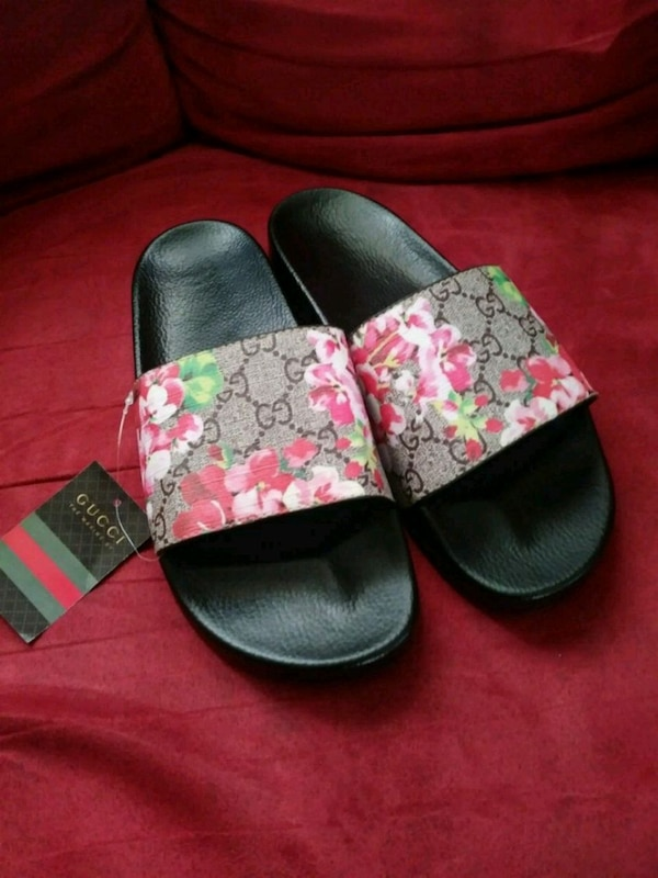 53dea6cdaa5 Used pair of black-and-red Gucci slide sandals for sale in Columbus - letgo