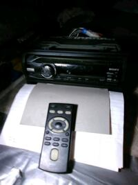 Sony car stereo w/ remote and cd player