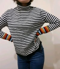 Black and white sweater  Greater London, E3 4PZ