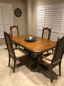 Excellent condition oak dining table with 4 chairs.