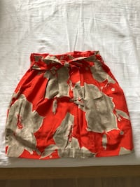 Floral high waisted club monaco skirt size 2 Toronto, M6S 2L4