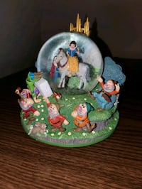 Snow White and the Seven Dwarves Snow Globe