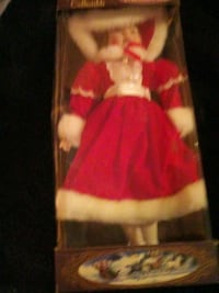 Porcelain Doll Collectible Linden, 22642
