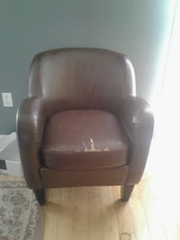 2 leather chairs 2 for $100, $50 each Mississauga