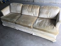 Couch Newmarket, L3X 2Y7