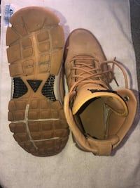 Men's Nike boots size 10 (75.00 OBO) St Catharines, L2P 3B8