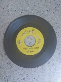 Beatles 45 vinyl , Twist and Shout, there is a pla